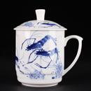 青花骨瓷蝦趣圖蓋杯